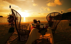 dinner-table-on-the-beach-at-sunset-2560x1600-wide-wallpapers.net